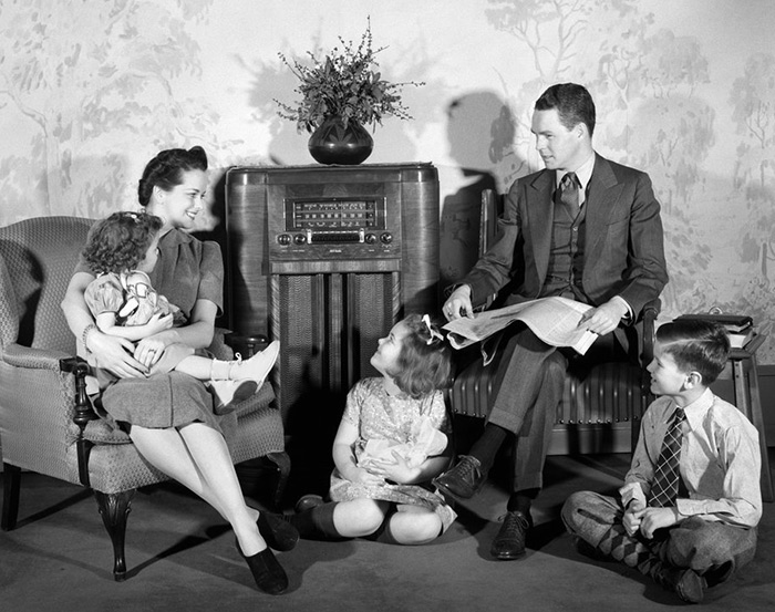 A family gathers around the radio to enjoy the toe-tapping tunes of Cladrite Radio