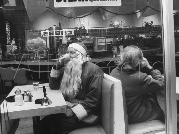 New York at Christmas: Santa Takes a Coffee Break