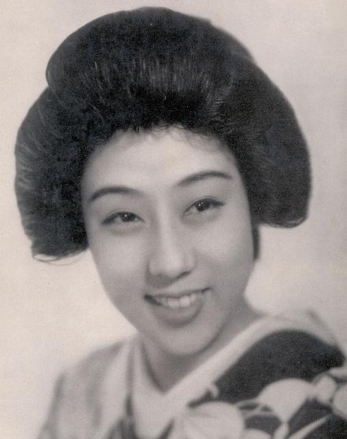 Isuzu Yamada female celebrities